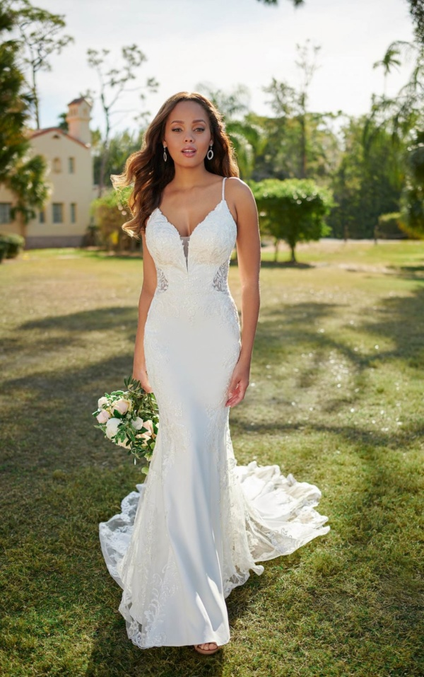 SLEEK AND SEXY WEDDING GOWN WITH SHAPED TRAIN