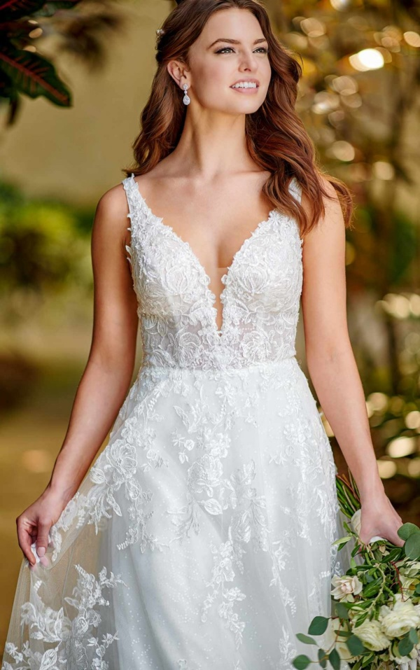 RELAXED A-LINE WEDDING DRESS WITH LACE