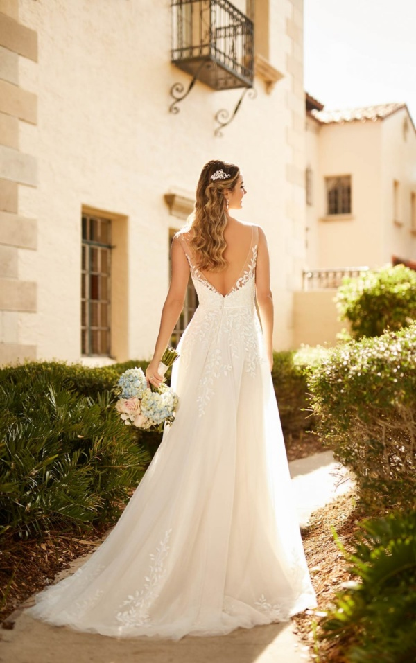 ORGANIC-INSPIRED A-LINE WEDDING DRESS