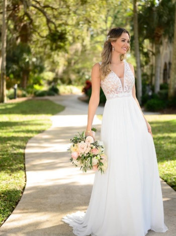 CLEAN BOHO-INSPIRED WEDDING GOWN