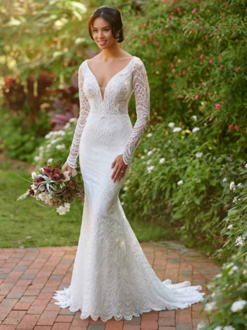 MIXED-PATTERN LACE WEDDING DRESS WITH BEADING