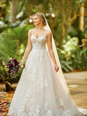 FLORAL LACE AND TULLE BALLGOWN WITH SWEETHEART NECKLINE