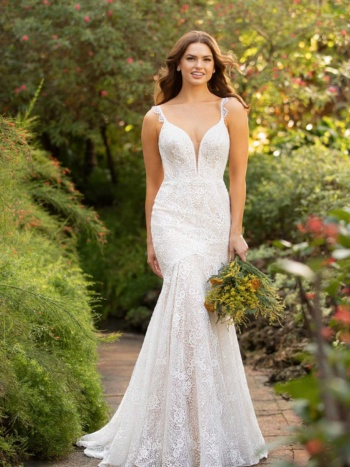 CLASSIC LACE WEDDING DRESS WITH SCALLOP DETAIL