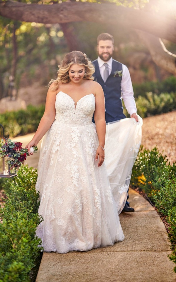 STRAPLESS PLUS SIZE A-LINE WEDDING DRESS WITH COTTON LACE