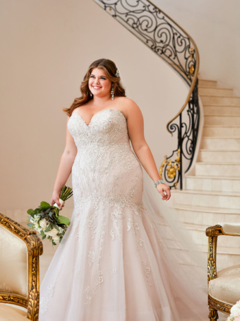 GLAMOROUS LACE PLUS SIZE WEDDING DRESS