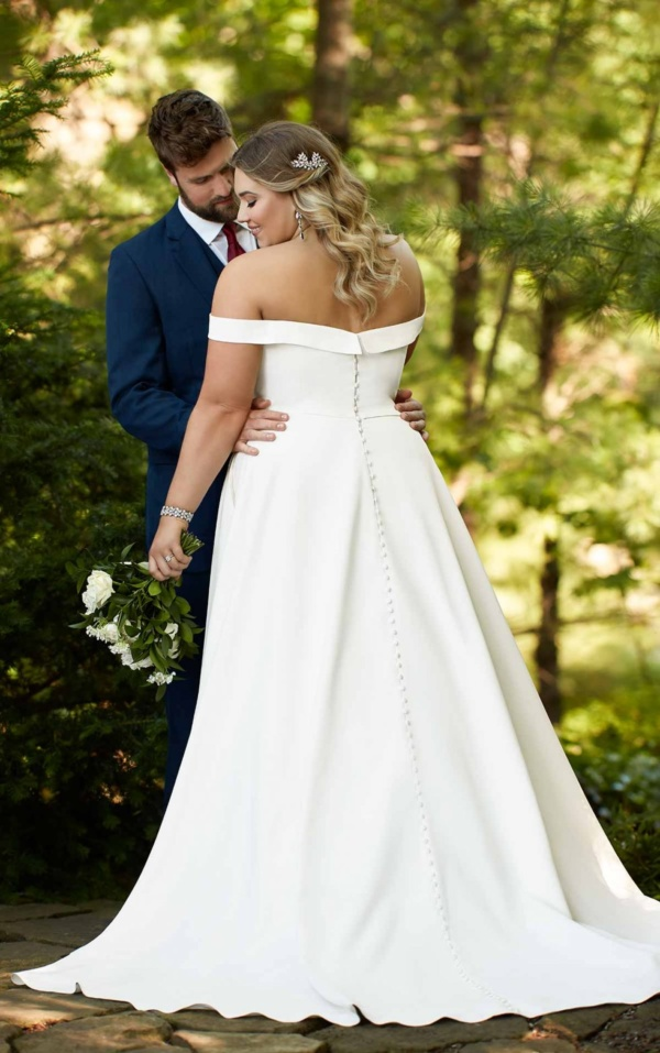 CLASSIC SATIN PLUS SIZE BALLGOWN WITH POCKETS & OFF-THE-SHOULDER SLEEVES