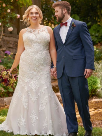 PLUS-SIZE LACE WEDDING DRESS WITH HIGH NECKLINE