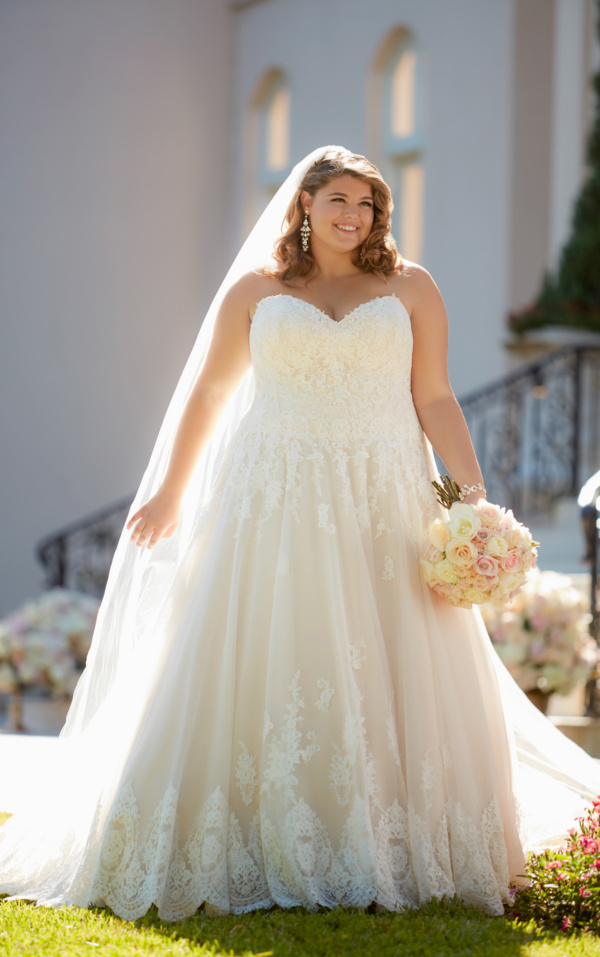 ROMANTIC PLUS SIZE BALL GOWN WITH SCALLOPED LACE EDGE