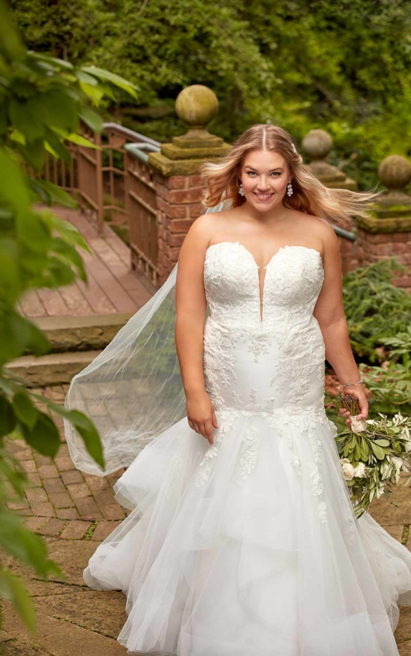 FORM-FITTING PLUS SIZE FIT-AND-FLARE WEDDING DRESS