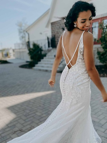 LACE FIT-AND-FLARE WEDDING DRESS WITH STATEMENT BACK