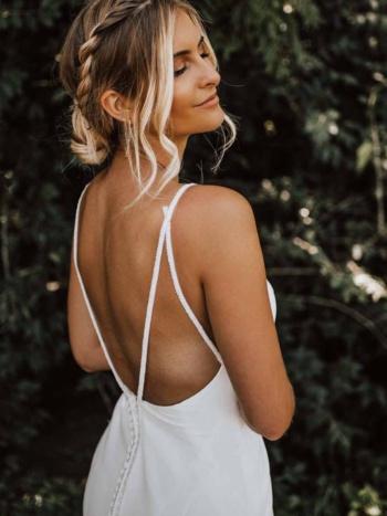 CLEAN SHEATH WEDDING DRESS WITH ORGANIC TRAIN