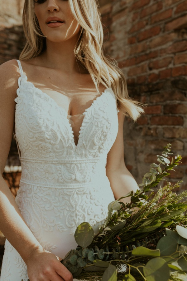 V-NECKLINE WEDDING DRESS WITH BACK DETAIL AND LACE TRAIN