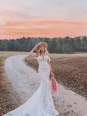 OFF-THE-SHOULDER SWEETHEART WEDDING DRESS WITH LACE DETAILS