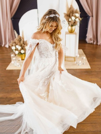 SWEETHEART OFF-THE-SHOULDER WEDDING DRESS WITH DETACHABLE TRAIN