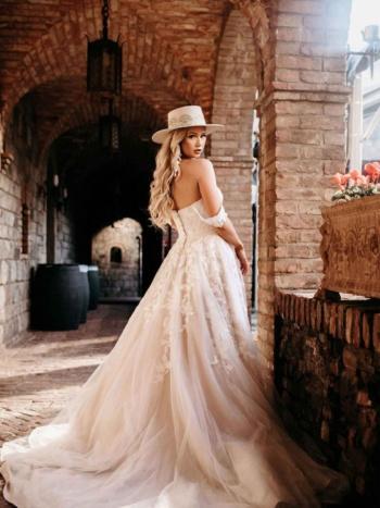 SWEETHEART OFF-THE-SHOULDER WEDDING DRESS WITH FLORAL DETAILS