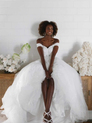 CLASSIC OFF-THE-SHOULDER V-NECKLINE GOWN WITH LACE APPLIQUES
